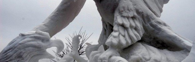 Fighting Eagles Snow Sculpture